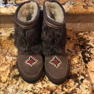 Adorable Minnetonka Grey Ankle Boots 9 Excellent